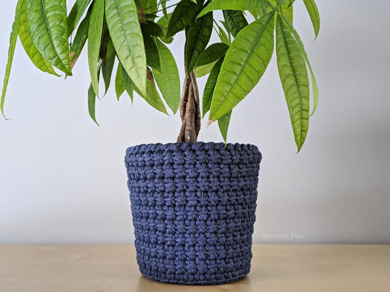 alex pot cover crochet pattern by sincerely pam
