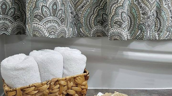 Decorating With Yarn | The Bathroom