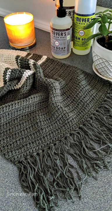 Easy peasy dish towel. Free crochet pattern by Sincerely, Pam.