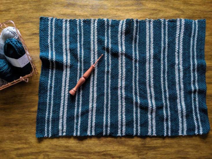 farmhouse kitchen apron crochet pattern tutorial. Getting ready to add ties.